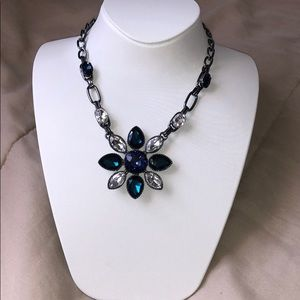 Jewelry - Silver and blue flower necklace